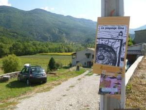 """Barnave (Drôme) : Les affiches pour """" laisser le passage libre — Rencontres d'arts en marche"""""""